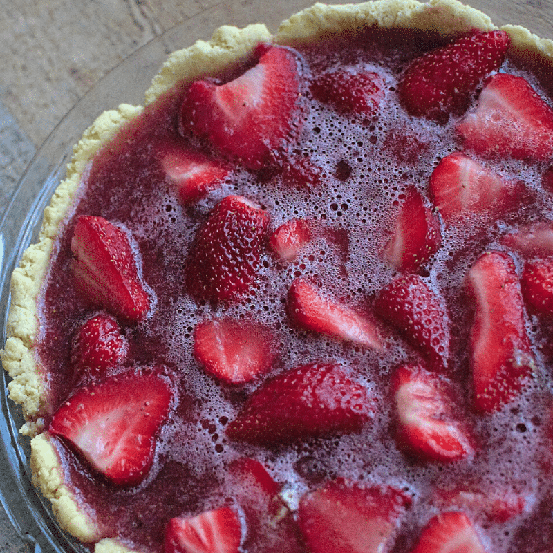 Paleo Strawberry Pie with Grass Fed Gelatin | Roots & Boots