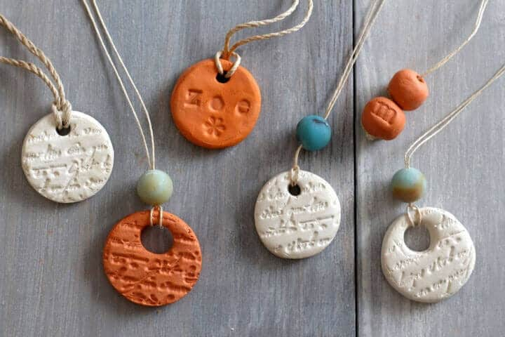 how-to-make-diffuser-necklace-essential-oils