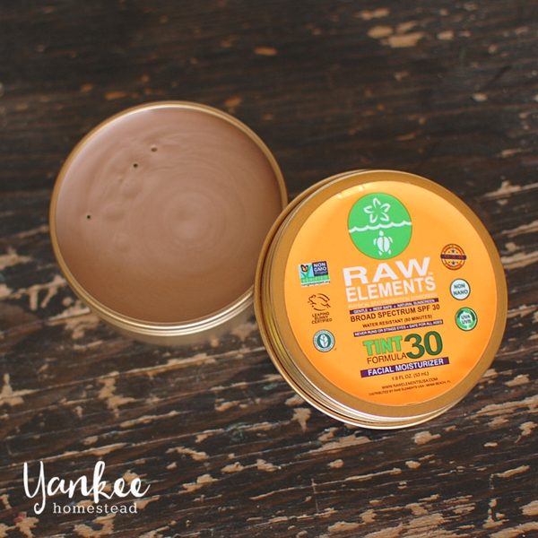Looking for a nontoxic sunscreen that doesn't turn your skin white? You'll love this natural tinted sunscreen! | Yankee Homestead